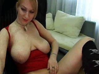 बड़ी प्राकृतिक स्तन के साथ वेब कैमरा लड़की