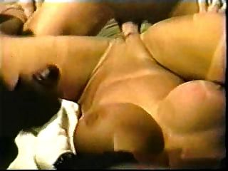 विंटेज बड़े स्तन होली शारीरिक gangbanged हो जाता है