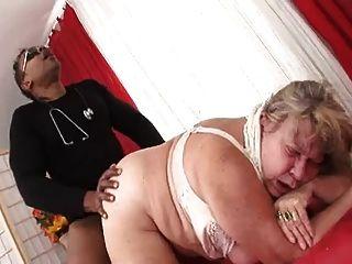 बिग तैसा बीबीडब्ल्यू दादी अंधेरे मांस ले जाता है