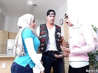 Julianna वेगा और मिया खलीफा - stepmom वीडियो