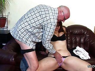 पुराने दादा पहली बकवास करने के लिए नहीं पोती के साथ छेड़खानी