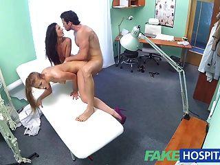 FakeHospital गर्म नर्स त्रिगुट में जोड़े को मिलती है