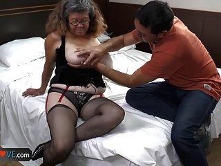 टक्कर लगी है बड़े स्तन के साथ दादी agedlove