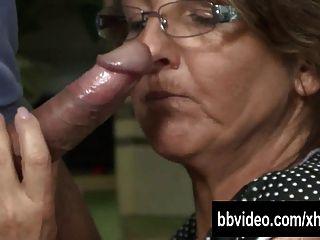 जर्मन परिपक्व वेश्या रसोई में डिक खाने