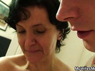 बालों बिल्ली पुराने माँ और लड़का सेक्स