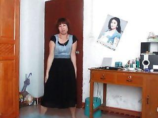 चीनी बूढ़ी औरत नाच