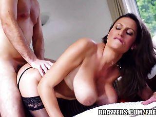 Brazzers - गर्म गर्म जेन से पता चलता है उसके बड़े स्तन