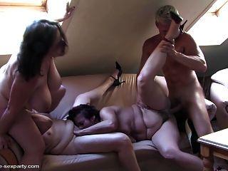 माताओं और लड़के के साथ परिपक्व सेक्स पार्टी