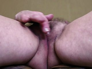 बड़ी saggy स्तन और प्यास योनी के साथ पुराने दादी