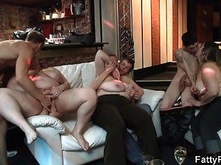 भारी स्तन plumper के साथ पार्टी सेक्स