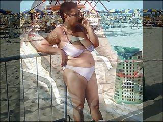 समुद्र तट 2 पर क्वीन्स