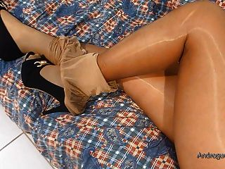मेरी पत्नी चमकदार pantyhosed पैर