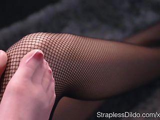 सेक्स की कमी से जूझ गुड़िया मारिया पाई द्वारा गड़बड़ कठिन स्ट्रैपआन है