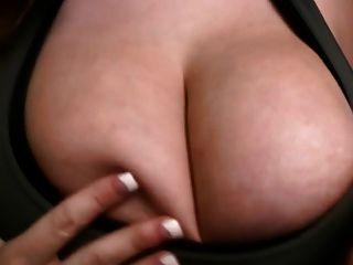 बड़े स्तन, निपल्स और शरीर - सबसे अच्छा