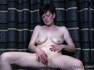 बहु कामोन्माद एमआईएलए बिल्ली धमाकेदार orgasms बाहर चबूतरे