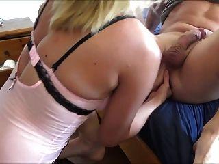 पत्नी अपने पति fisted