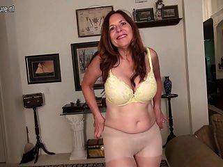 शरारती अमेरिकी माँ खुद के साथ खेल