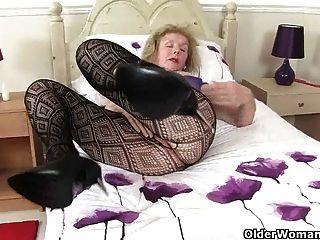 क्या दादी उसे खाली समय में करता है