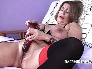 सुडौल एमआईएलए Sandie Marquez एक खिलौना के साथ उसे परिपक्व योनी fucks