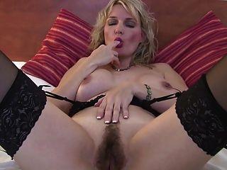 बालों पुराने योनी के साथ पॉश परिपक्व माँ