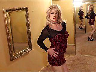 काला लाल रंग की पोशाक में सीडी