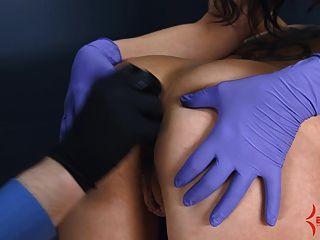 गुदा कुंवारी दर्दनाक गुदा मुँह करने के लिए गधे के साथ खींच हो जाता है