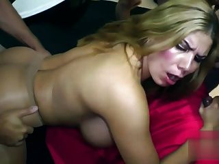 Hkm बड़े नकली स्तन Creampie गैंगबैंग
