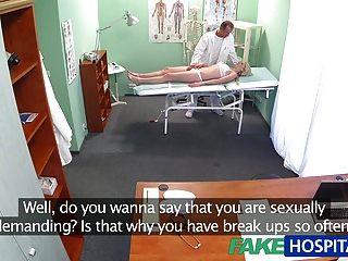 FakeHospital स्लिम लड़की डॉक्टर के साथ सेक्स करना चाहता है