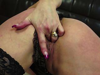 परिपक्व वेश्या माँ उसे भूख लगी योनी खिला