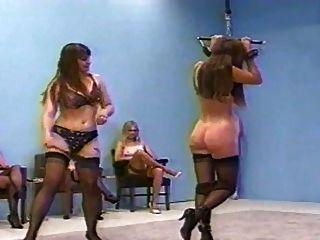 महिलाओं का दबदबा अधोवस्त्र में सजा (ब्रा और पीछे का खिलाड़ी pantys)