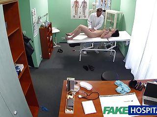 FakeHospital हॉट बेब उसके स्तन चूसना करने के लिए उसे डॉक्टर चाहता है