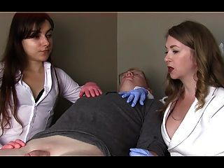 महिला डॉक्टरों छोटे डिक अपमानित