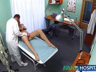 FakeHospital कामुक छात्र डॉक्टर से एक अच्छा कमबख्त हो जाता है