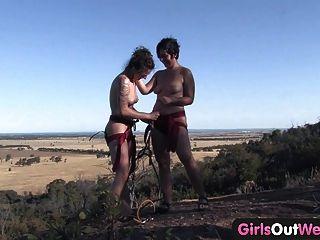 पश्चिम बाहर लड़कियों - बालों समलैंगिक शौकीनों चट्टान चढ़ाई