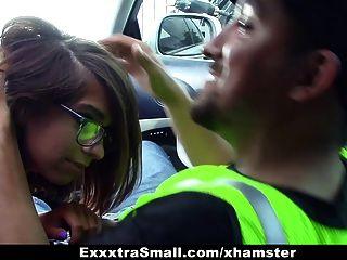 exxxtrasmall - छोटे फ्रेम बेब पार्किंग अटेंडेंट fucks