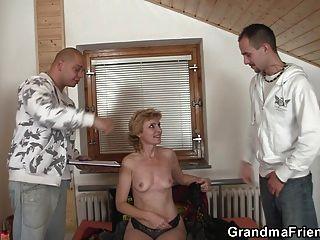 सेक्सी दादी डबल प्रवेश