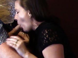 सुंदर शौकिया cocksucker उसके चेहरे के साथ पकड़ने के सह