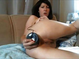 डायना - वेब कैमरा एमआईएलए उसे पिछवाड़े में एक बड़ा काला dildo shoves