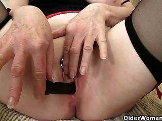 ब्रिटिश दादी कामोन्माद प्रसन्न craves