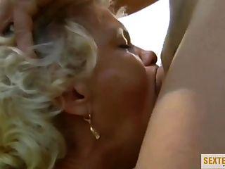 abartiger सेक्स mit ओमा