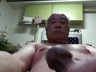 जापानी बूढ़े आदमी सभी नग्न आत्म handjob