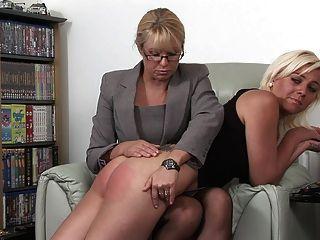गोरे महिला spanked