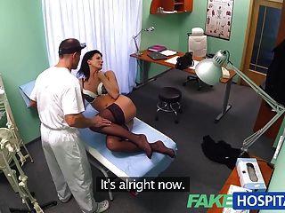 FakeHospital डॉक्टर यकीन है कि मरीज को अच्छी तरह से जाँच की है बनाता है