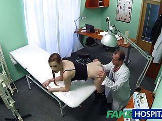 FakeHospital डॉक्टर सिर्फ हो जाता है कि वह क्या गर्म रोगी से चाहता था