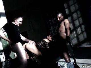 मेग्मा फिल्म गर्म जर्मन फूहड़ एक तहखाने में दो लोगों द्वारा गड़बड़