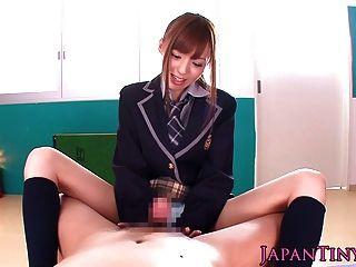 छोटा जापानी छात्रा पीओवी wanks और एक मुर्गा बेकार है