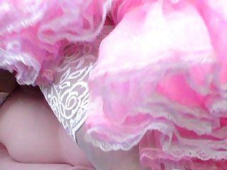 गुलाबी रंग की पोशाक में बहिन बहिन बकवास गुड़िया