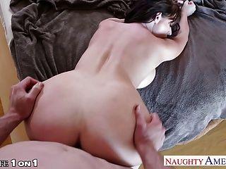 सेक्सी श्यामला गृहिणी सोफी डी कमबख्त