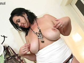 भूख योनि के साथ सेक्सी माँ