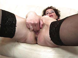 भूख योनि के साथ परिपक्व स्कीनी माँ